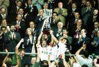 Οι τρεις αρχηγοί της Βαλένθια, Μεντιέτα, Καμαράσα και Πιόχο Λόπες, με το τρόπαιο του ισπανικού Κυπέλλου (26/6/1999)
