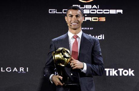 Ο Κριστιάνο Ρονάλντο παραλαμβάνει το βραβείο του στην εκδήλωση Globe Soccer Awards στο Ντουμπάι | 27 Δεκεμβρίου 2020 (Fabio Ferrari/LaPresse via AP)