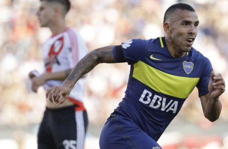 Boca Juniors' forward Carlos Tevez celebrates scoring against River Plate during a local tournament soccer match in Buenos Aires, Argentina, Sunday, Dec. 11, 2016.(AP Photo/Natacha Pisarenko)