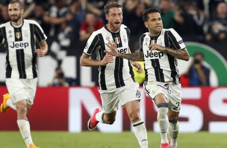 Juventus' scorer Dani Alves, right, and his teaammate Claudio Marchisio, center, celebrate their side's 2nd goal during the Champions League semi final second leg soccer match between Juventus and Monaco in Turin, Italy, Tuesday, May 9, 2017. (AP Photo/Antonio Calanni)