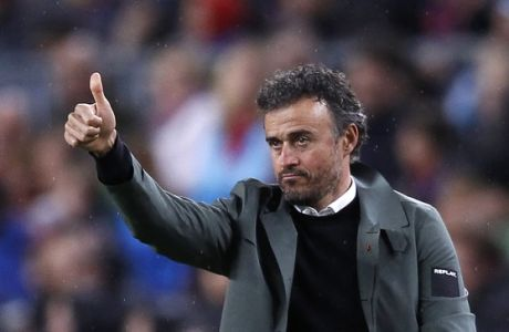 FC Barcelona's coach Luis Enrique gestures during the Spanish La Liga soccer match between FC Barcelona and Osasuna at the Camp Nou stadium in Barcelona, Spain, Wednesday, April 26, 2017. (AP Photo/Manu Fernandez)