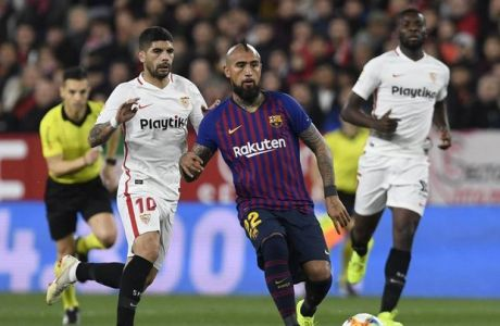 FC Barcelona Barca player Vidal (R) and Sevilla FC player Ever Banega (L) in the Copa del Rey quarterfinal match, facing Sevilla FC and FC Barcelona at the Ramon Sanchez Pizjuan stadium, Sevilla , Andalucia Spain, January 23, 2019, photo: Cristobal Duenas / Cordon Press Cordon Press *** FC Barcelona player Vidal R and Sevilla FC player Ever Banega L in the Copa del Rey quarterfinal match facing Sevilla FC and FC Barcelona at the Ramon Sanchez Pizjuan stadium Sevilla Andalucia Spain January 23 2019 photo Cristobal Duenas Cordon Press Cordon Press Cordon Press PUBLICATIONxINxGERxSUIxAUTxHUNxONLY xDUENASx xx