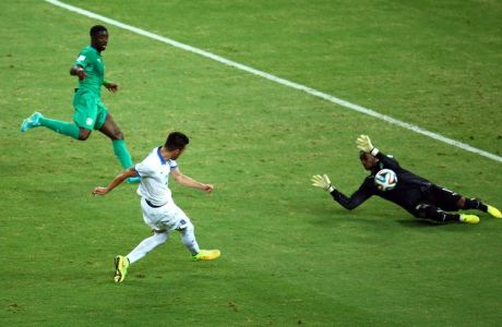 FORTALEZA, BRAZIL - JUNE 24: Andreas Samaris of Greece scores his team's first goal past Boubacar Barry of the Ivory Coast during the 2014 FIFA World Cup Brazil Group C match between Greece and the Ivory Coast at Castelao on June 24, 2014 in Fortaleza, Brazil.  (Photo by Robert Cianflone/Getty Images)