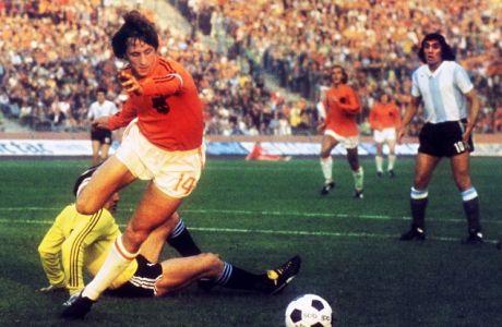 Οι 11 στιγμές ποδοσφαιρικής ευφυΐας του Κρόιφ