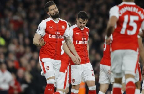 Arsenal's Olivier Giroud, left, celebrates his goal during the English Premier League soccer match between Arsenal and West Ham at the Emirates stadium in London, Wednesday, April 5, 2017.(AP Photo/Frank Augstein)