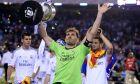 Ο Ίκερ Κασίγιας της Ρεάλ Μαδρίτης πανηγυρίζει την κατάκτηση του Copa del Rey 2013-2014 έπειτα από τη νίκη επί της Μπαρτσελόνα στον τελικό του 'Μεστάγια', Βαλένθια | Τετάρτη 16 Απριλίου 2014