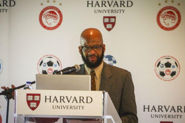 Οι σύνεδροι του Χάρβαρντ στο Καραϊσκάκης