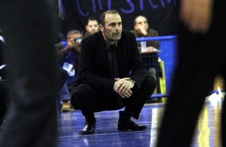 Ο προπονητής του Ικάρου Καλλιθέας, Γιώργος Καλαφατάκης, σε στιγμιότυπο της αναμέτρησης με το Περιστέρι για τη Basket League 2012-2013 στο 'Ανδρέας Παπανδρέου', Σάββατο 2 Μαρτίου 2013