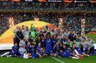 Οι παίκτες της Τσέλσι σηκώνουν το τρόπαιο του Europa League, μετά από τη νίκη τους με 4-1 επί της Άρσεναλ στον τελικό του Μπακού, Τετάρτη 29 Μαΐου 2019