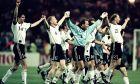 Παίκτες της Γερμανίας πανηγυρίζουν τη νίκη στα πέναλτι επί της Αγγλίας στα ημιτελικά του Euro 1996 στο 'Γουέμπλεϊ', Λονδίνο, Τετάρτη 26 Ιουνίου 1996