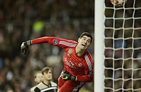 """Ο Κουρτουά στην ήττα-αποκλεισμό της Ρεάλ από τον Άγιαξ στη φάση των """"16"""" του περσινού Champions League."""