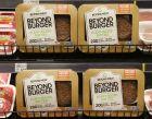 Τεμάχια προϊόντων Beyond Burger, σε προθήκη μίνι μαρκετ στην περιοχή Ρίτσμοντ του Βανκούβερ. 27 Ιουνίου 2019.