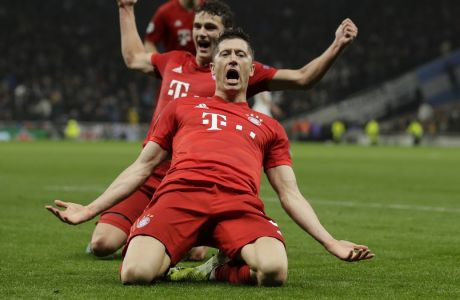 Ο Ρόμπερτ Λεβαντόβσκι της Μπάγερν πανηγυρίζει το γκολ που σημείωσε κόντρα στην Τότεναμ σε αναμέτρηση για τη φάση των ομίλων του Champions League 2019-2020 στο 'Τότεναμ Στέιντιουμ', Λονδίνο, Τρίτη 1 Οκτωβρίου 2019