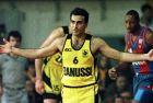 Ο Νίκος Γκάλης σε στιγμιότυπο από αγώνα του Άρη με την Μπαρτσελόνα στο Κύπελλο Πρωταθλητριών
