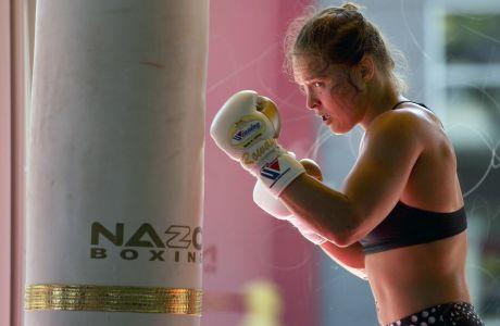 Η Ρόντα Ράουζι κατά τη διάρκεια προπόνησης της, στο Glendale Fighting Club