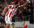Ο Βασίλης Τοροσίδης πανηγυρίζει την επίτευξη γκολ σε αγώνα της Super League, με τη φανέλα του Ολυμπιακού