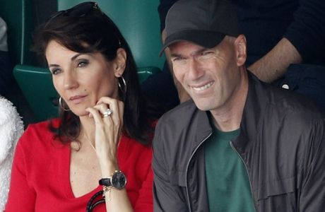 Fomer Real Madrid coach Zinedine Zidane and his wife Veronique watch Spain's Rafael Nadal playingAustria's Dominic Thiem during the men's final match of the French Open tennis tournament at the Roland Garros stadium, Sunday, June 10, 2018 in Paris. (AP Photo/Christophe Ena)