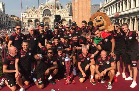 Το parade της Βενέτσια είναι το πιο τρελό απ' όσα έχεις δει...
