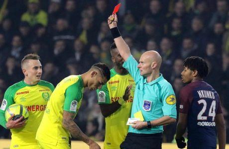 """Ο """"τρελός"""" διαιτητής της Ligue 1 δεν γινόταν να γλιτώσει την τιμωρία!"""