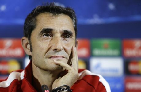 Bilbao's head coach Ernesto Valverde attends a news conference in Minsk, Belarus, Monday, Sept. 29, 2014. Athletic Bilbao will face BATE Borisov on Tuesday Sept. 30, 2014 in their Champions League Group Stage in group H soccer match in Borisov. (AP Photo/Sergei Grits)