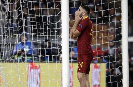 Ο Κώστας Μανωλάς της Ρόμα αντιδρά μετά από χαμένη ευκαιρία του στη διάρκεια του αγώνα κόντρα στη Ρεάλ Μαδρίτης για τους ομίλους του Champions League 2018-2019, στο 'Ολίμπικο' της Ρώμης, Τρίτη 27 Νοεμβρίου 2018