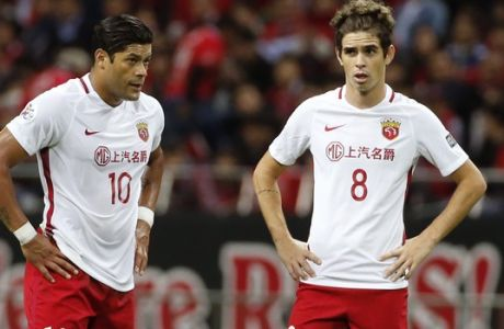 Shanghai SIPG's Hulk, left, and Oscar, both of Brazil in the second leg of their Asian Champions League soccer semifinal against Urawa Reds in Saitama, Wednesday, Oct. 18, 2017.(AP Photo/Shuji Kajiyama)