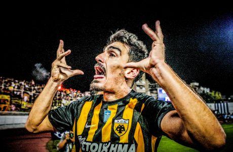 Ο Λάζαρος Χριστοδουλόπουλος της ΑΕΚ πανηγυρίζει γκολ που σημείωσε κόντρα στη Λαμία για τη Super League 2017-2018 στο 'Άγγελος Ράμφος' | Κυριακή 17 Σεπτεμβρίου 2017