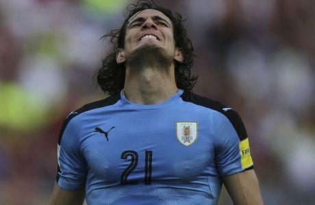 Uruguay's Edinson Cavani reacts after missing a chance to score against Venezuela during a World Cup qualifying soccer match in San Cristobal, Venezuela, Thursday, Oct. 5, 2017.(AP Photo/Fernando Llano)