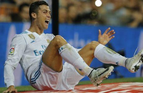 Real Madrid's Cristiano Ronaldo falls during a Spanish La Liga soccer match between Real Madrid and Espanyol at the Santiago Bernabeu stadium in Madrid, Spain, Sunday, Oct. 1, 2017. (AP Photo/Paul White)