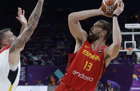 Spain's Marc Gasol, right, tries to score as Germany's Daniel Theis blocks him during their Eurobasket European Basketball Championship quarterfinal match in Istanbul, Tuesday, Sept. 12. 2017. (AP Photo/Thanassis Stavrakis)