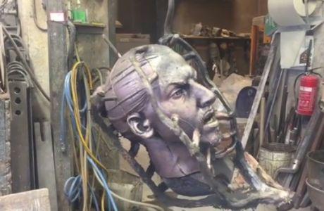 Προκαλεί... τρόμο το νέο άγαλμα του Ιμπραχίμοβιτς!