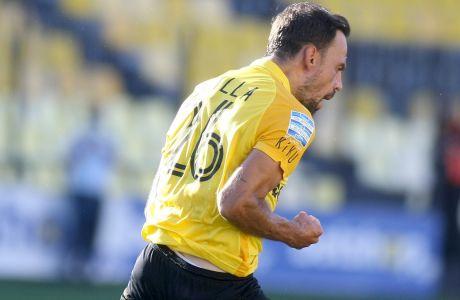 Ο Χαβιέ Ματίγια πανηγυρίζει το τέρμα που πέτυχε με απευθείας εκτέλεση φάουλ στο 2-2 του Άρη με τον ΠΑΣ Γιάννινα στο 'Κ. Βικελίδης' για την 3η αγωνιστική της Super League Interwetten.