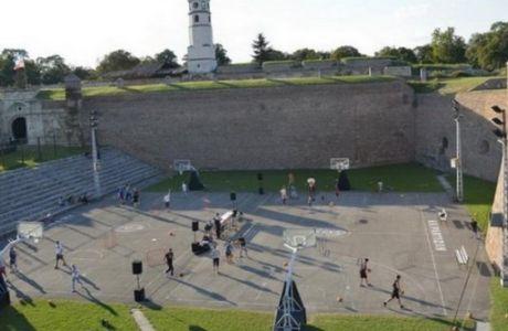 Το μνημείο - σύμβολο που ενώνει πλέον Ερυθρό Αστέρα και Παρτιζάν