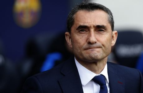 FC Barcelona's coach Ernesto Valverde looks on prior of the Spanish La Liga soccer match between FC Barcelona and Getafe at the Camp Nou stadium in Barcelona, Spain, Sunday, Feb. 11, 2018. (AP Photo/Manu Fernandez)