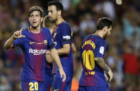 FC Barcelona's Sergi Roberto, left, celebrates after scoring during the Spanish La Liga soccer match between FC Barcelona and Betis at the Camp Nou stadium in Barcelona, Spain, Sunday, Aug. 20, 2017. (AP Photo/Manu Fernandez)