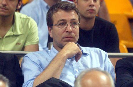 Ο Μέμος Ιωάννου παρακολουθεί από την κερκίδα το Άρης-Πανιώνιος για τον μικρό τελικό της Α1 2006-2007 στο 'Αλεξάνδρειο', Τρίτη 5 Ιουνίου 2007