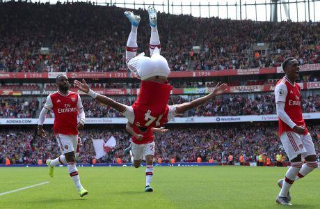 Ο Πιερ Εμερίκ Ομπαμεγιάνγκ της Άρσεναλ πανηγυρίζει γκολ που σημείωσε στην αναμέτρηση με την Μπέρνλι για την Premier League 2019-2020 στο 'Έμιρεϊτς', Λονδίνο, Σάββατο 17 Αυγούστου 2019
