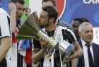 Juventus' Claudio Marchisio kisses the trophy as  Juventus players celebrate winning an unprecedented sixth consecutive Italian title, at the end of the Serie A soccer match between Juventus and Crotone at the Juventus stadium, in Turin, Italy, Sunday, May 21, 2017. (AP Photo/Antonio Calanni)