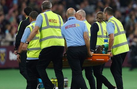 LONDON, ENGLAND - SEPTEMBER 21:  Arthur Masuaku of West Ham United leaves the pitch following an injury during the  EFL Cup Third Round match between West Ham United and Accrington Stanley at the London Stadium on September 21, 2016 in London, England.  (Photo by Ian Walton/Getty Images)