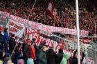 Φίλαθλοι της Μπάγερν σήκωσαν υβριστικά πανό για τον ιδιοκτήτη της Χόφενχαϊμ, Ντίτμαρ Χοπ, σε αναμέτρηση για τη Bundesliga 2019-2020 στη 'Ράιν Νέκαρ Αρένα', Ζίνσχαϊμ, Σάββατο 29 Φεβρουαρίου 2020