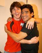 Η πρώτη συνάντηση Μαραντόνα και Μέσι στην τηλεοπτική εκπομπή του πρώτου στην Αργεντινή (29/8/2005)