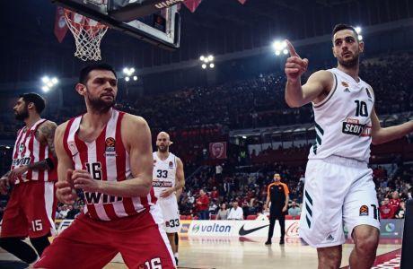 Ο Κώστας Παπανικολάου και ο Ιωάννης Παπαπέτρου από το πιο πρόσφατο παιχνίδι μεταξύ Ολυμπιακού και Παναθηναϊκού στο ΣΕΦ