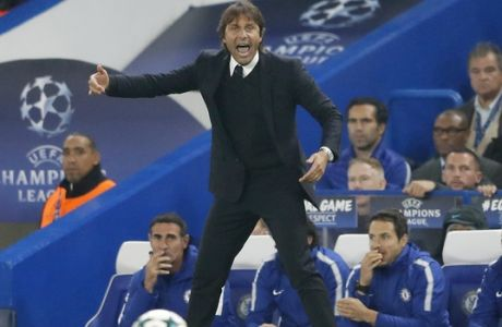 Chelsea coach Antonio Conte gives instructions during the Champions League group C soccer match between Chelsea and Roma at Stamford Bridge stadium in London, Wednesday, Oct. 18, 2017. (AP Photo/Frank Augstein)