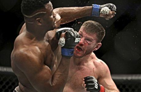 O Στίπε Μίοτσιτς είναι εκ των πιο επιτυχημένων μαχητών του UFC και παρ' όλα αυτά, επιμένει να εργάζεται ως νοσηλευτής πυροσβέστης.