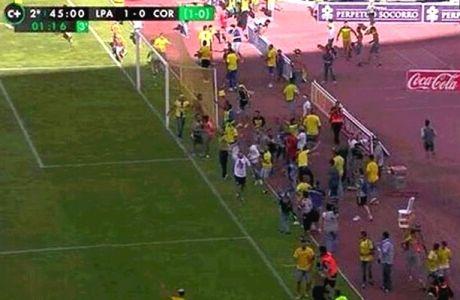 Χάος, διακοπή και γκολ στο 100ο λεπτό σε παιχνίδι που έκρινε την άνοδο (VIDEO)