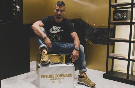 Τα Nike Air Max 97 Metallic Gold έπεσαν θύμα... ληστείας