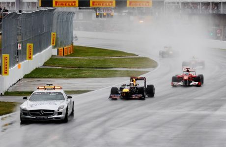 MONTREAL, CANADA - JUNE 12:  The field led by Sebastian Vettel of Germany and Red Bull Racing starts under the safety car during the Canadian Formula One Grand Prix at the Circuit Gilles Villeneuve on June 12, 2011 in Montreal, Canada.  (Photo by Mark Thompson/Getty Images) *** Local Caption *** Sebastian Vettel