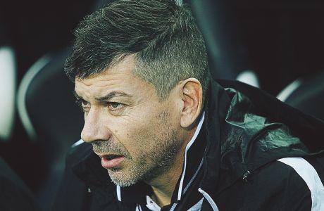 Ο προπονητής του ΠΑΟΚ Κ19, Πάμπλο Γκαρσία, σε στιγμιότυπο της αναμέτρησης με την Ντινάμο Κιέβου για τη φάση των ομίλων του Youth League 2019-2020 στο γήπεδο της Τούμπας | Τετάρτη 27 Νοεμβρίου 2019