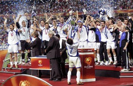 Fussball : Euro 2004 in Portugal , Finale / Spiel 31 , Lissabon , 04.07.04 Portugal - Griechenland ( POR - GRE ) 0:1 Griechenland Europameister 2004  Foto:BONGARTS/Henri Szwarc