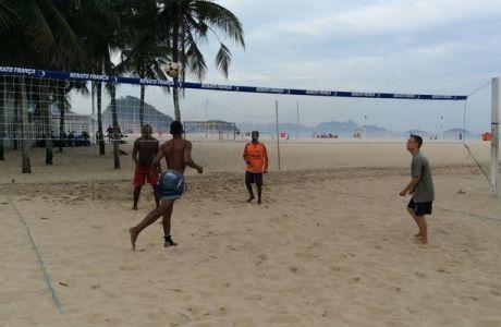 Οι (ποδοσφαιρικές) φυλές της Copacabana και το ποδοβόλεϊ του Contra! (VIDEOS+PHOTOS)